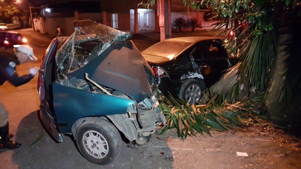Palio ficou destruído no acidente (Foto: Colaboração)