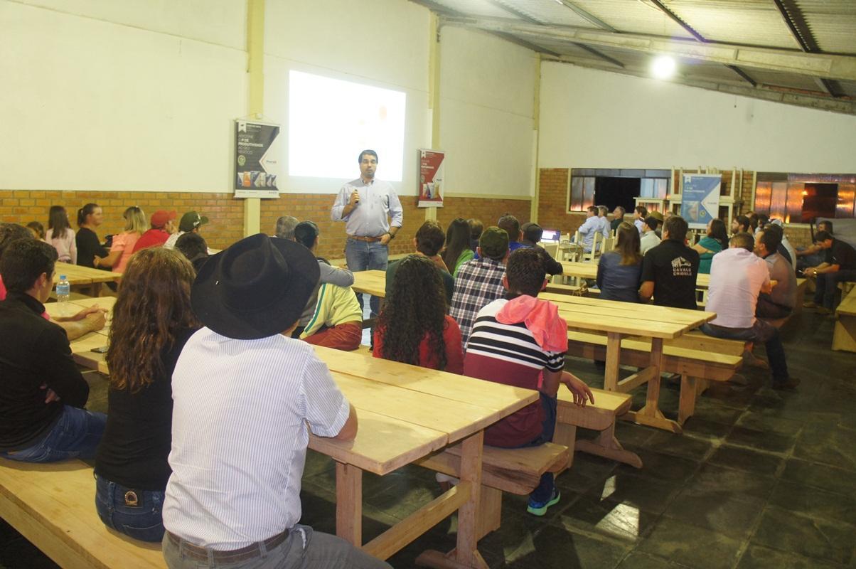 Palestra da Premix sobre suplementação de gado de corte e de leite reúne grande número de pecuaristas