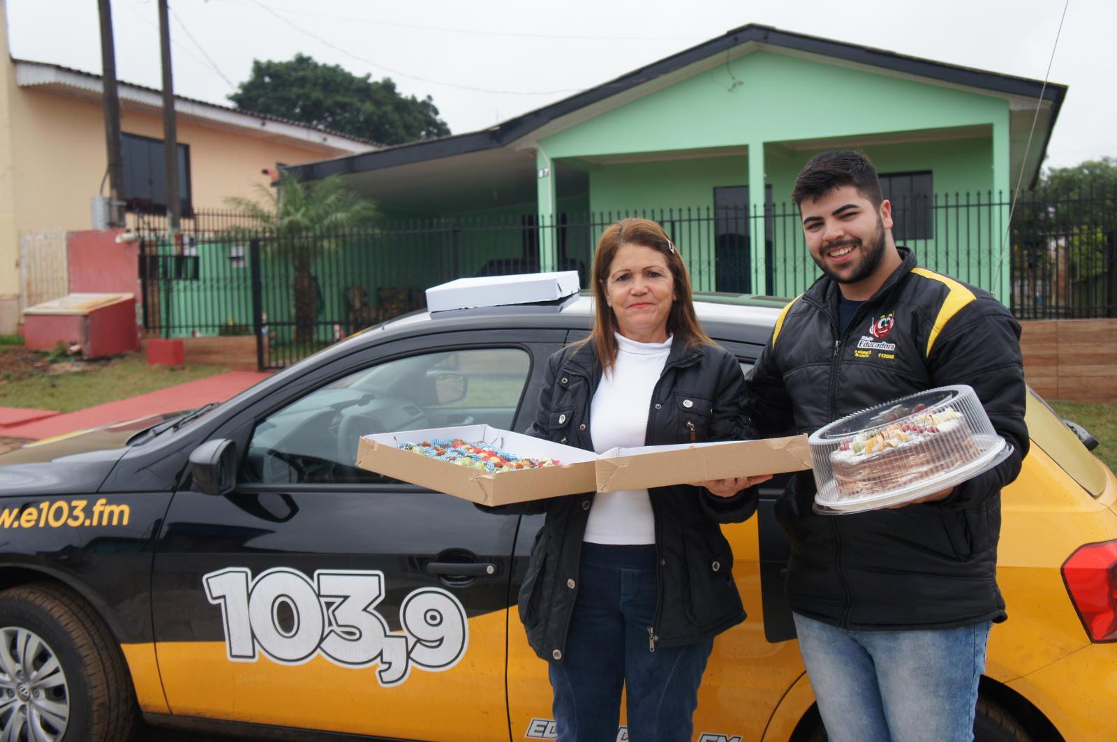 RADIO EDUCADORA CELEBRA O ANIVERSARIANTE DA SEMANA COM KITUTES DA MARI