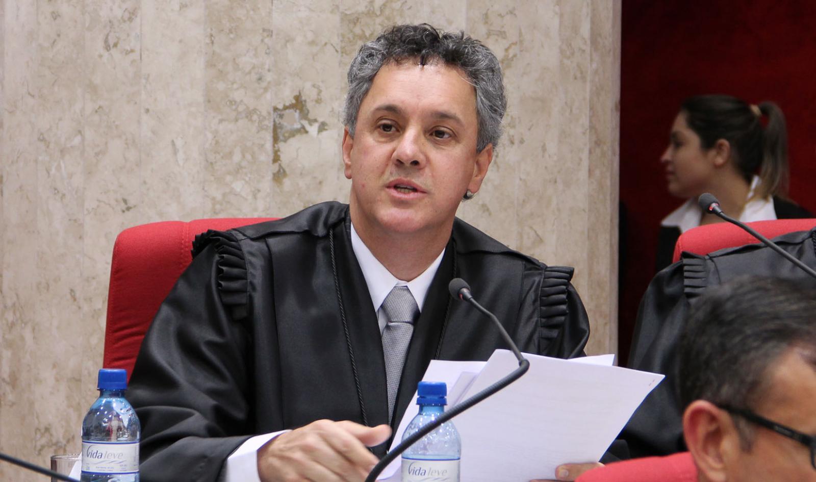 Relator da Lava Jato em segunda instância, Gebran Neto, determina que Lula seja mantido preso