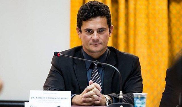 Moro diz que plantonista do TRF-4 não pode mandar soltar Lula
