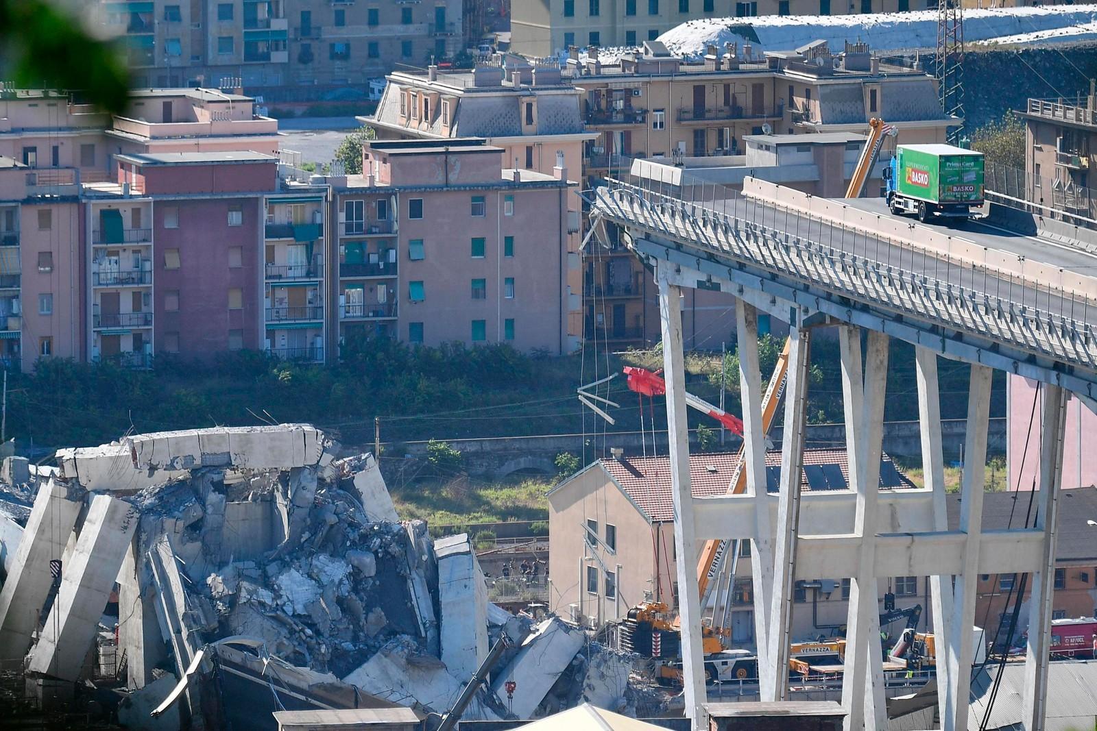 Buscas por sobreviventes de queda de ponte continuam em Gênova; número de mortos sobe