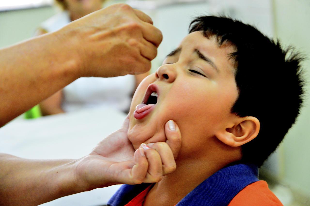 Na primeira semana Paraná vacinou menos de 10% do público alvo contra Sarampo e Polio