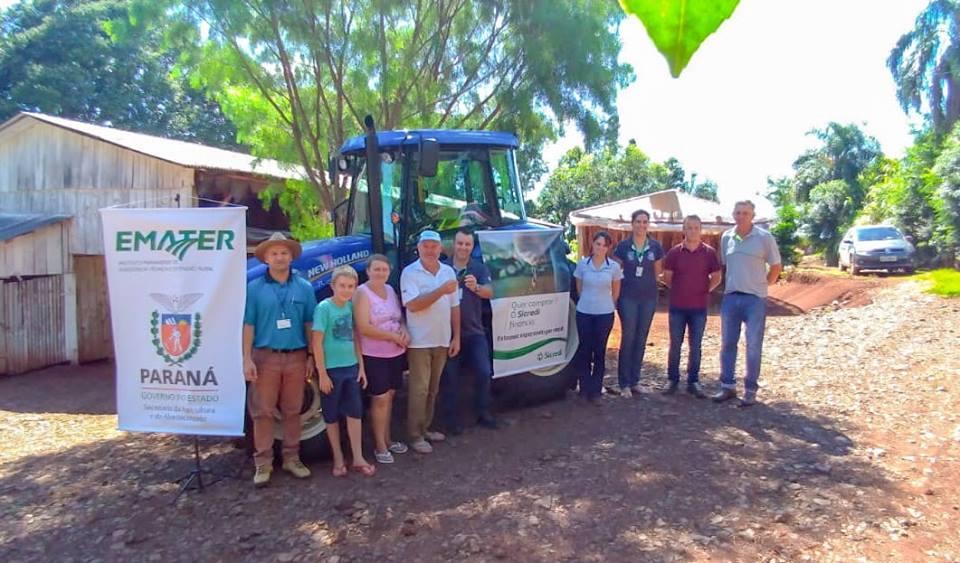 Agricultores de Virmond recebem tratores do programa trator solidário