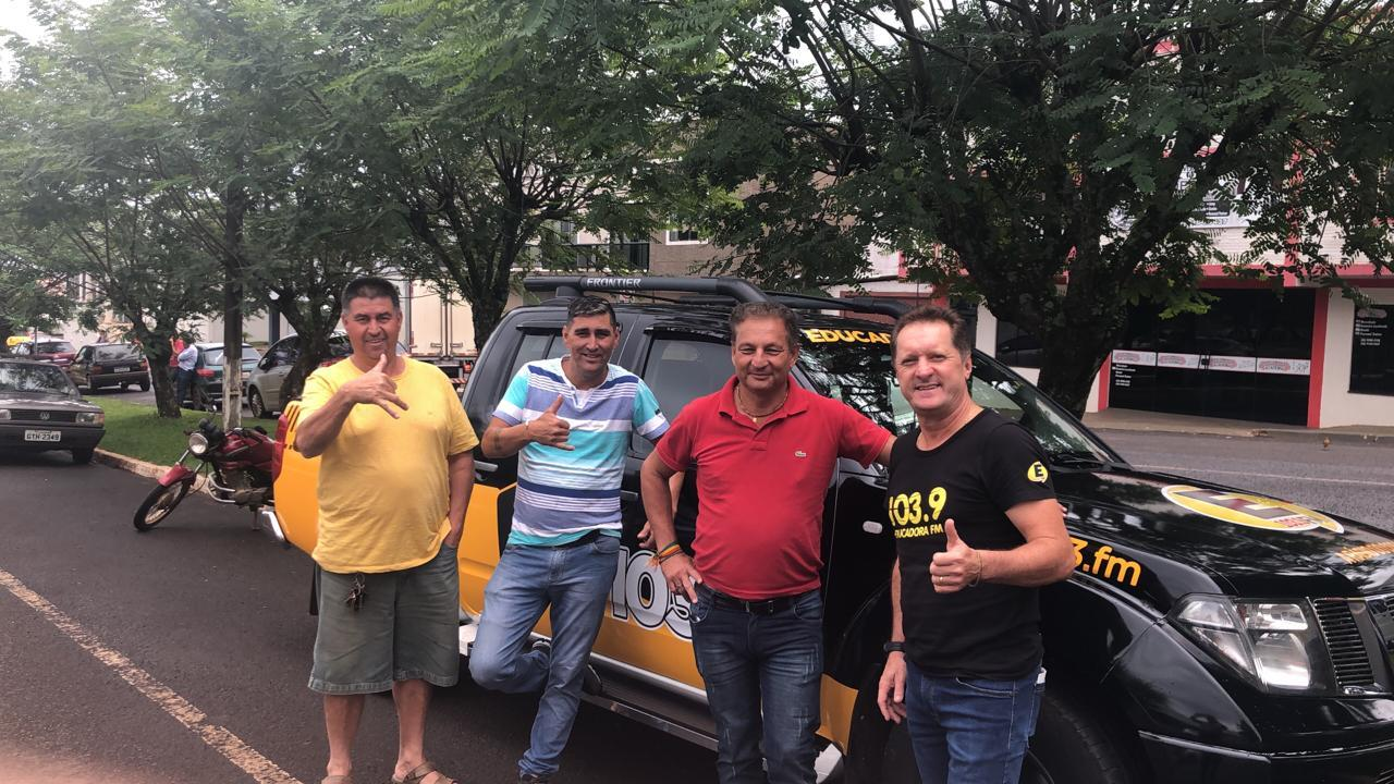 Diretor da Educadora FM, Celso Junior, visita Mangueirinha