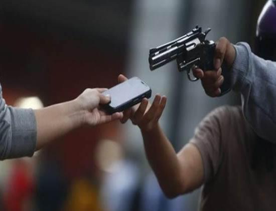 Quatro homens encapuzados roubam celulares em Laranjeiras do Sul