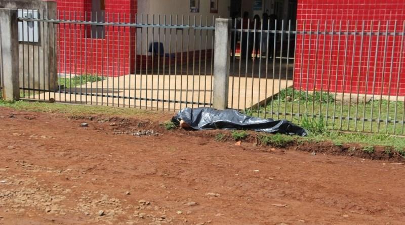 Homem é morto a tiros em frente a creche em Pinhão
