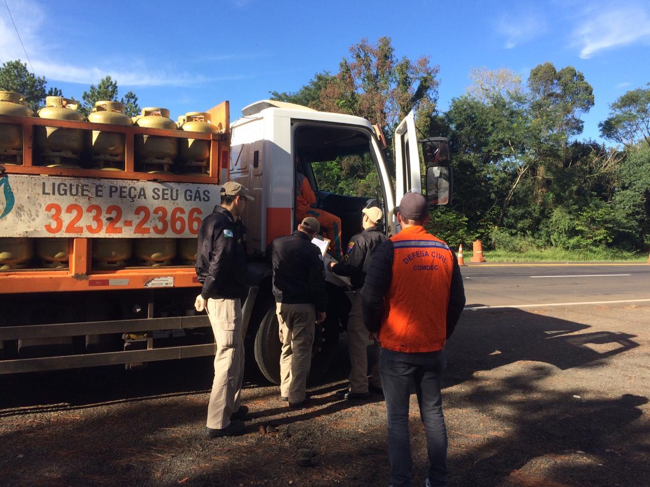 Corpo de Bombeiros realiza fiscalização de produtos perigosos na BR-277 em Laranjeiras do Sul
