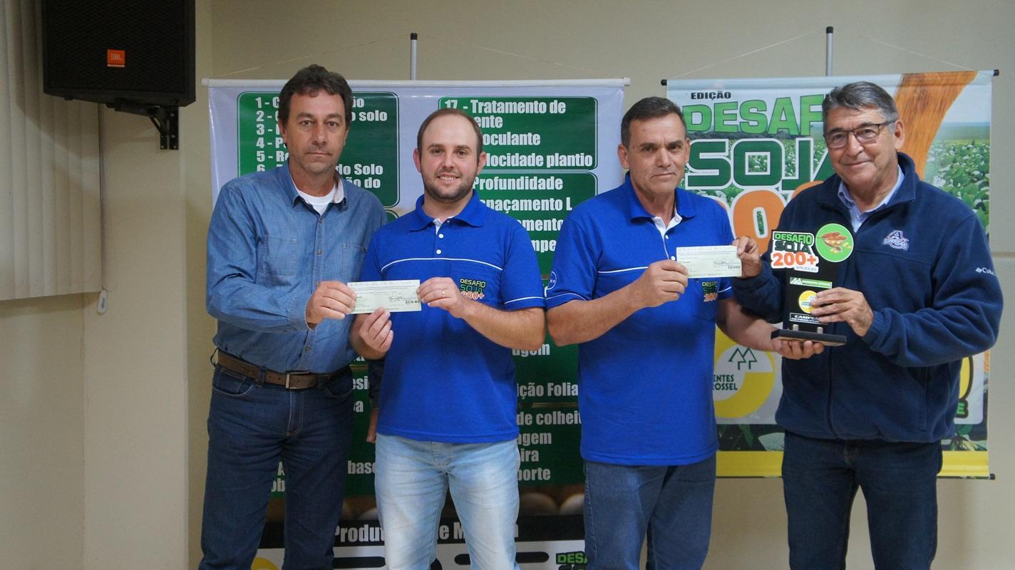 Nelson Lima, de Laranjeiras do Sul, é o grande campeão do Desafio Soja 200+