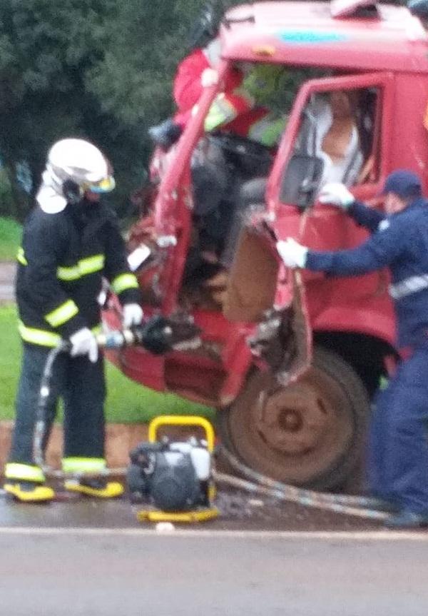 Ônibus da Secretaria de Saúde de Candói se envolve em acidente na BR-277