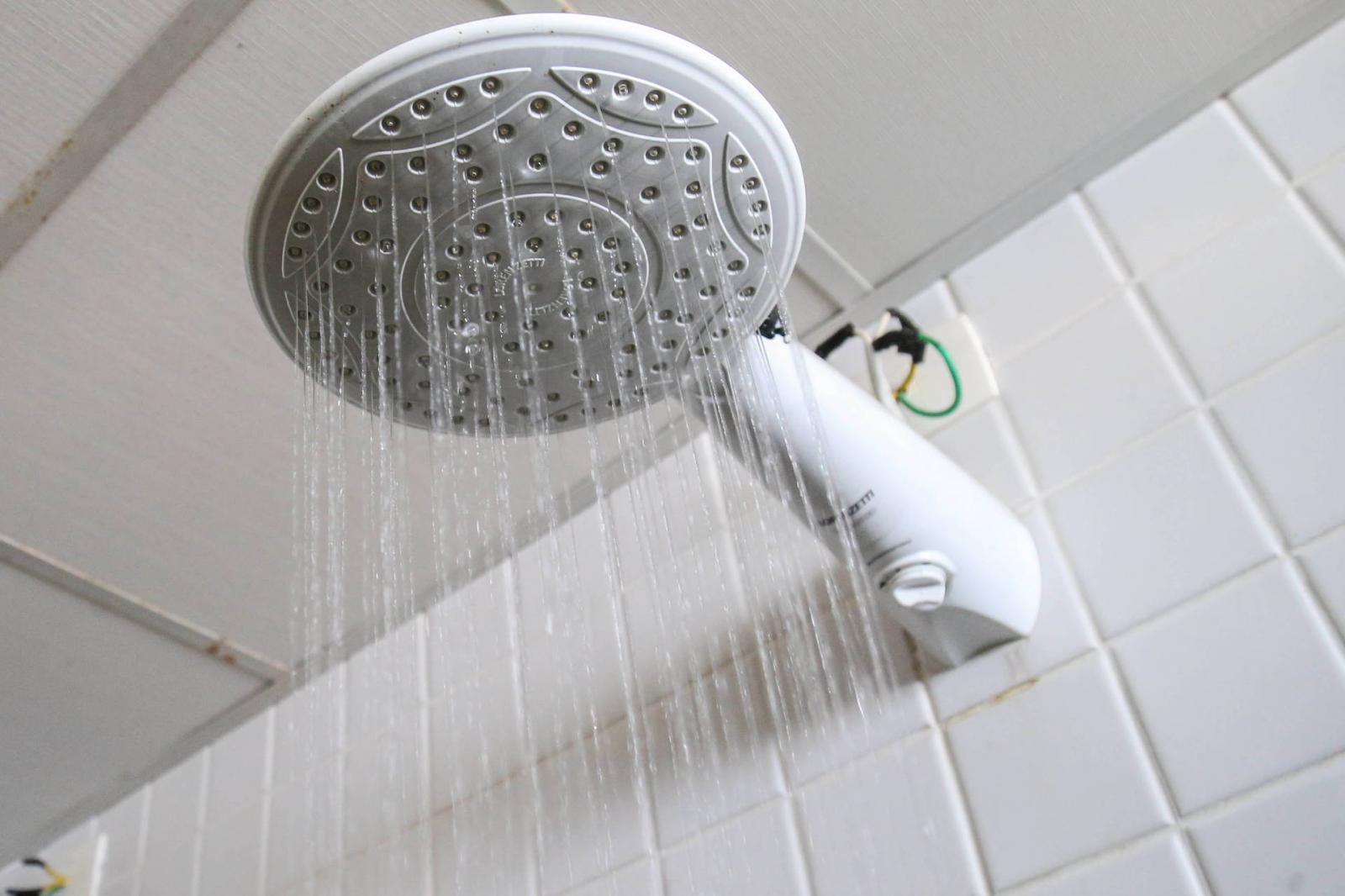 Copel alerta que chuveiro responde por 25% da conta de luz
