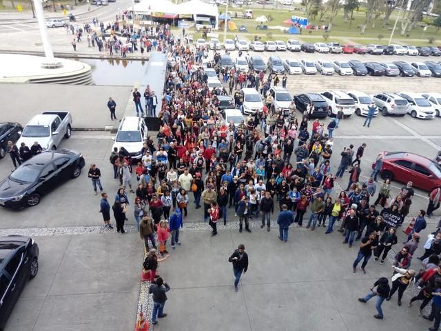 Governo apresenta nova proposta de reajuste para servidores em greve no Paraná