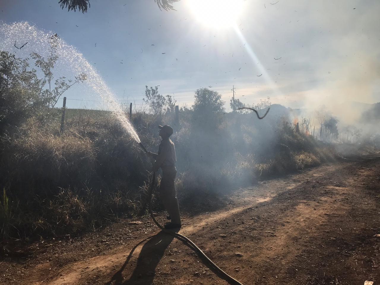 Incêndio em vegetação mobiliza equipe do Corpo de Bombeiros em Laranjeiras do Sul