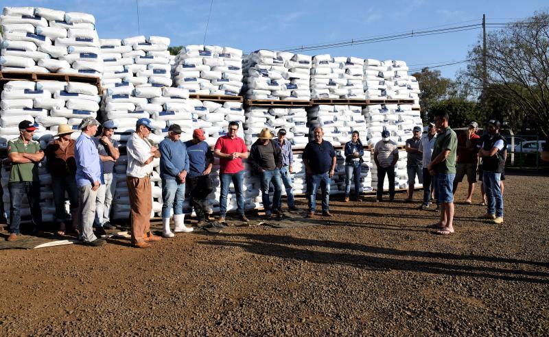Prefeitura de Saudade do Iguaçu distribui mais de 9 mil sacas de insumos do Pacote Agrícola