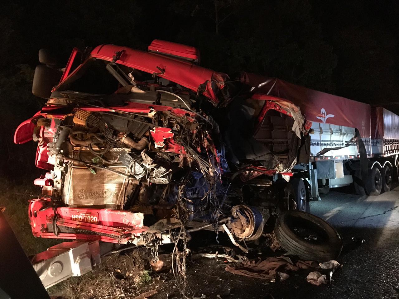 Grave acidente entre ônibus e caminhão na BR-277 em Laranjeiras do Sul deixa sete feridos; entre eles um em estado grave