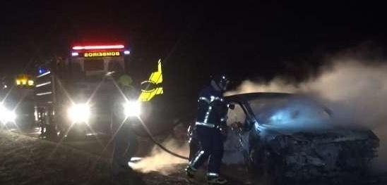 Veículo é destruído por incêndio e interdita a BR 277 em Cascavel