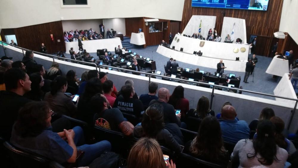 Deputados do Paraná aprovam fim de licenças-prêmio para novos servidores, em primeira discussão
