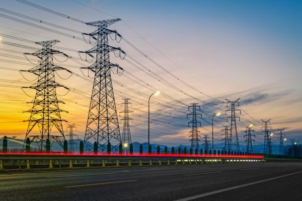 Em 1 ano e meio, preço da energia deve cair de 30% a 40%