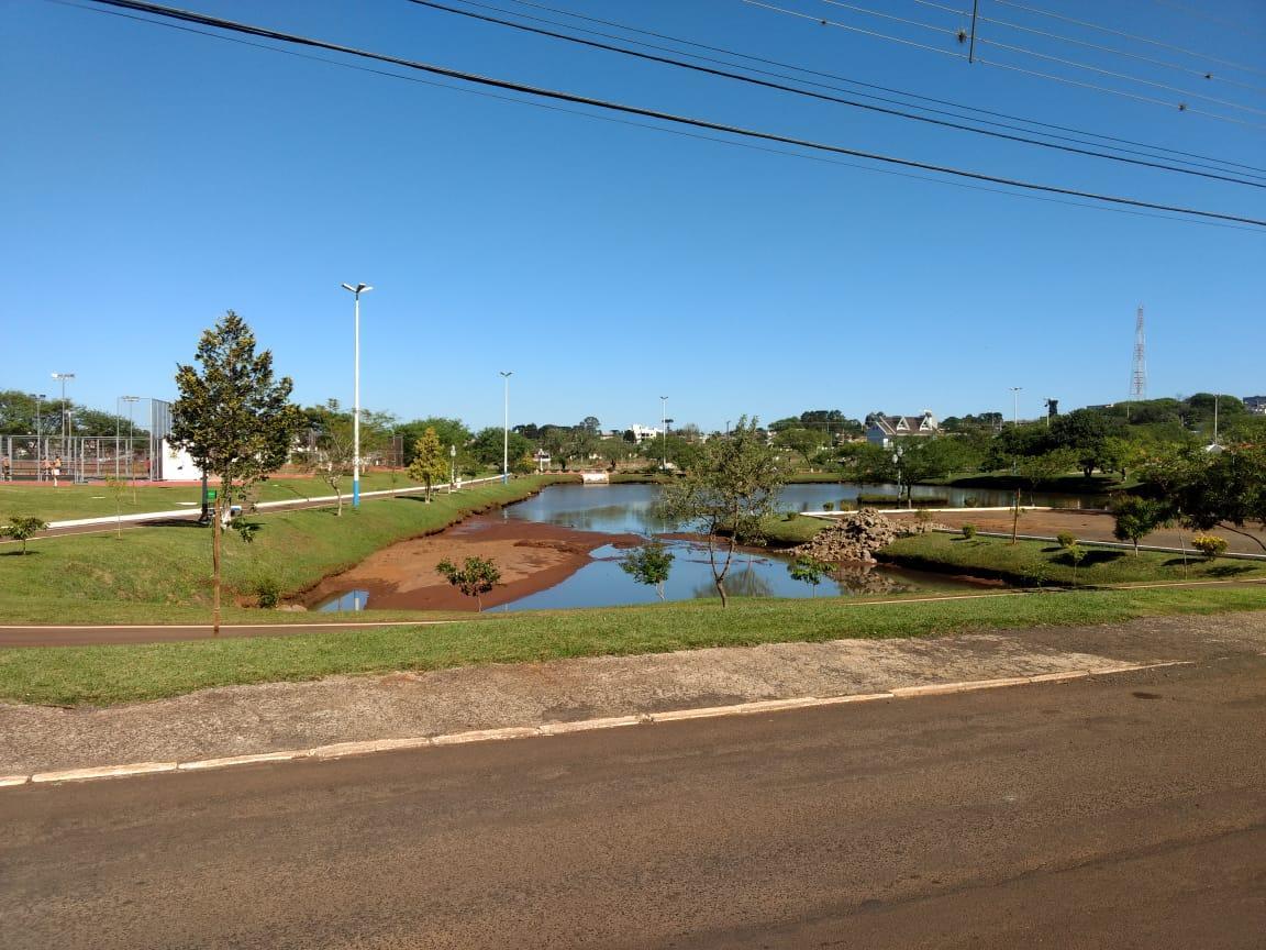 Obras no lago municipal interditam Avenida Ivan Ferreira do Amaral em Laranjeiras do Sul
