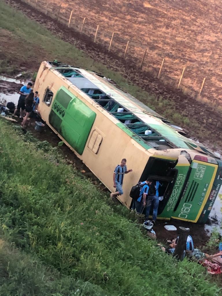 Ônibus de Quedas com torcedores gremistas se envolve em acidente com morte