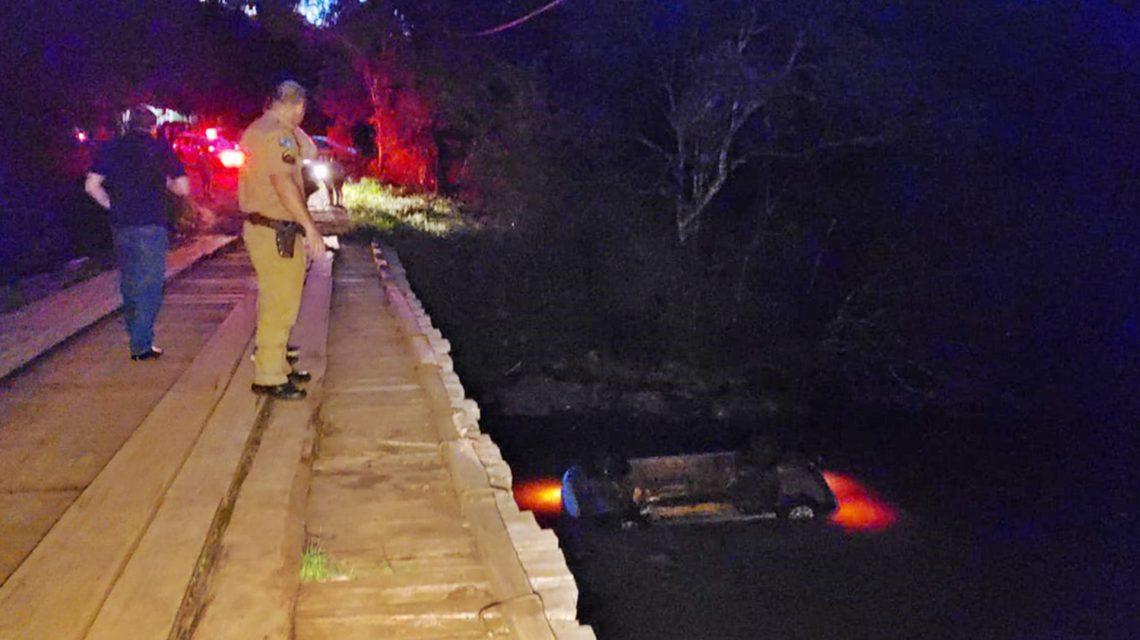 Tragédia: Carro cai de ponte deixando dois mortos e quatro feridos em Salto do Lontra