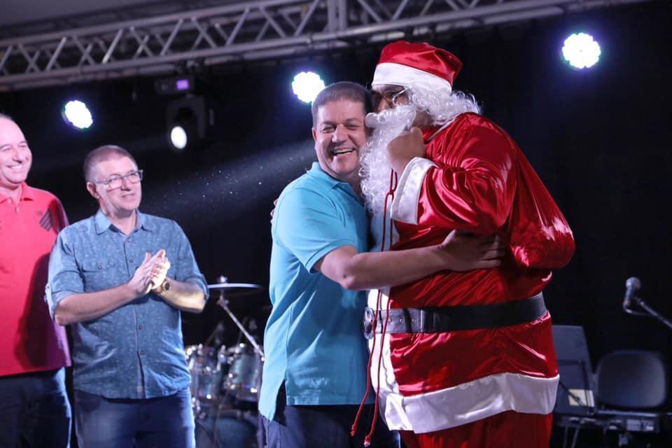 Abertura do Natal Iluminado reúne multidão na Praça José Nogueira do Amaral