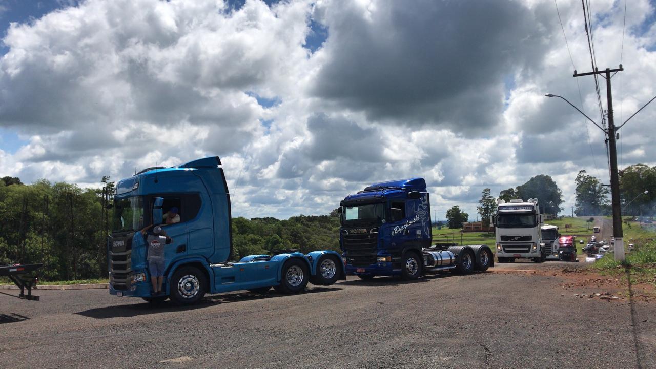 Evento realizado pelo GALS, reúne centenas de caminhoneiros e arrecada alimentos que serão distribuídos para famílias carentes
