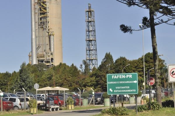 Petroleiros vão discutir greve contra demissões em fábrica da Petrobras no Paraná