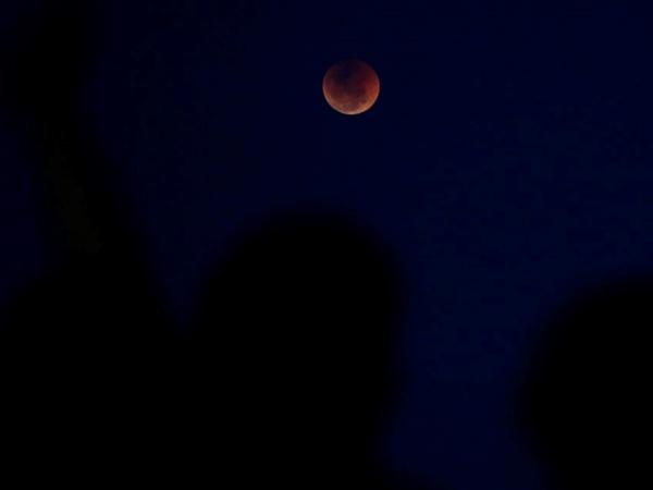 Primeira Lua cheia de 2020 trará eclipse penumbral; saiba como acompanhar o fenômeno