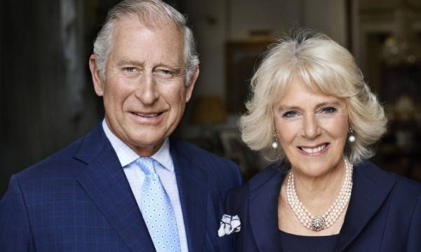 Coronavírus chega à realeza britânica: príncipe Charles testa positivo