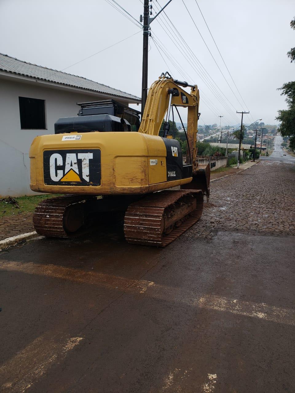 Policia Civil apreende motosserras e escavadeira hidráulica em acampamento de Rio Bonito do Iguaçu