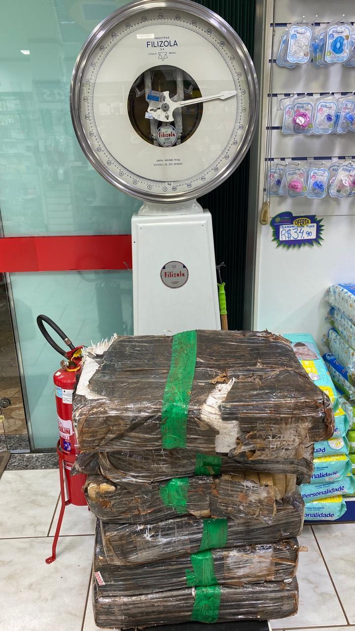 Após perseguição, PRF e ROTAM de Laranjeiras do Sul apreende quase 200 kg de maconha