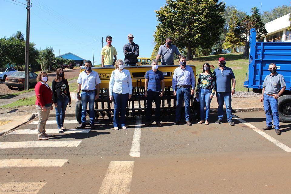 Associações Rurais de Porto Barreiro recebem equipamentos