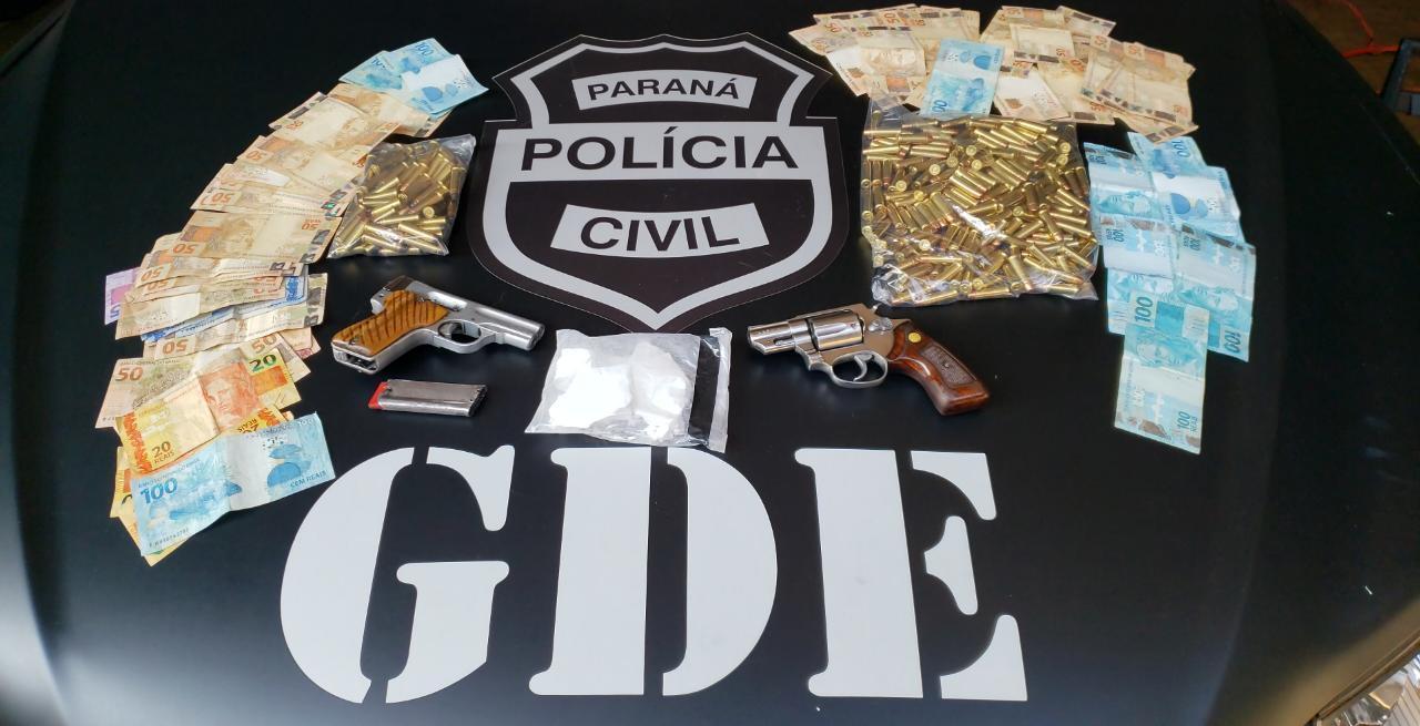 Quatro pessoas são presas por porte ilegal de arma e tráfico de drogas em Laranjeiras do Sul