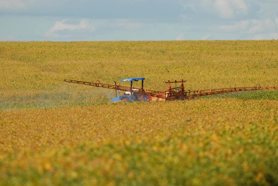 Adapar orienta sobre proibição de agrotóxicos com Paraquat