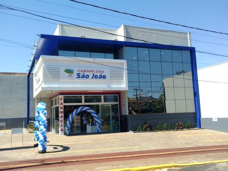 São João expande no Paraná com novo conceito de farmácia