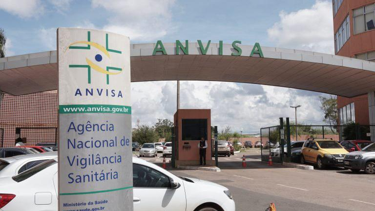 Vacinas: pedido do Butantan de uso emergencial está incompleto, diz Anvisa; o da Fiocruz avança