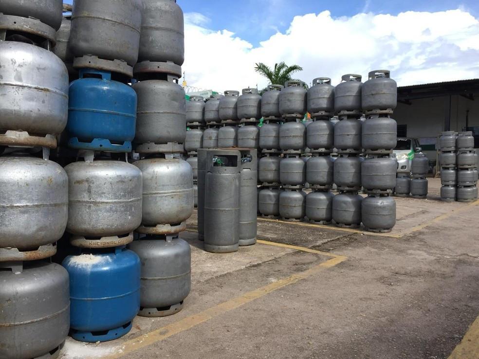 Bolsonaro critica Petrobras e diz que vai zerar impostos federais no diesel e no gás de cozinha