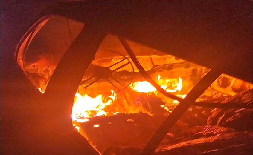 Veículo é destruído por incêndio na PR 158 em Saudade do Iguaçu