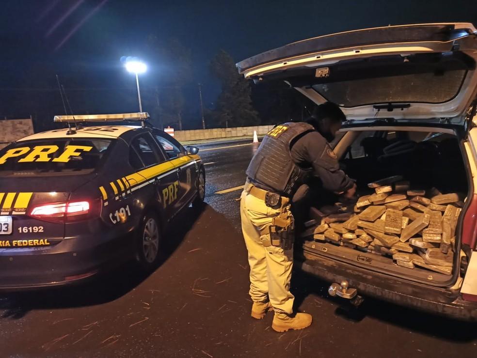 Perseguição termina com homem preso e 145 kg de maconha apreendidos em Laranjeiras do Sul