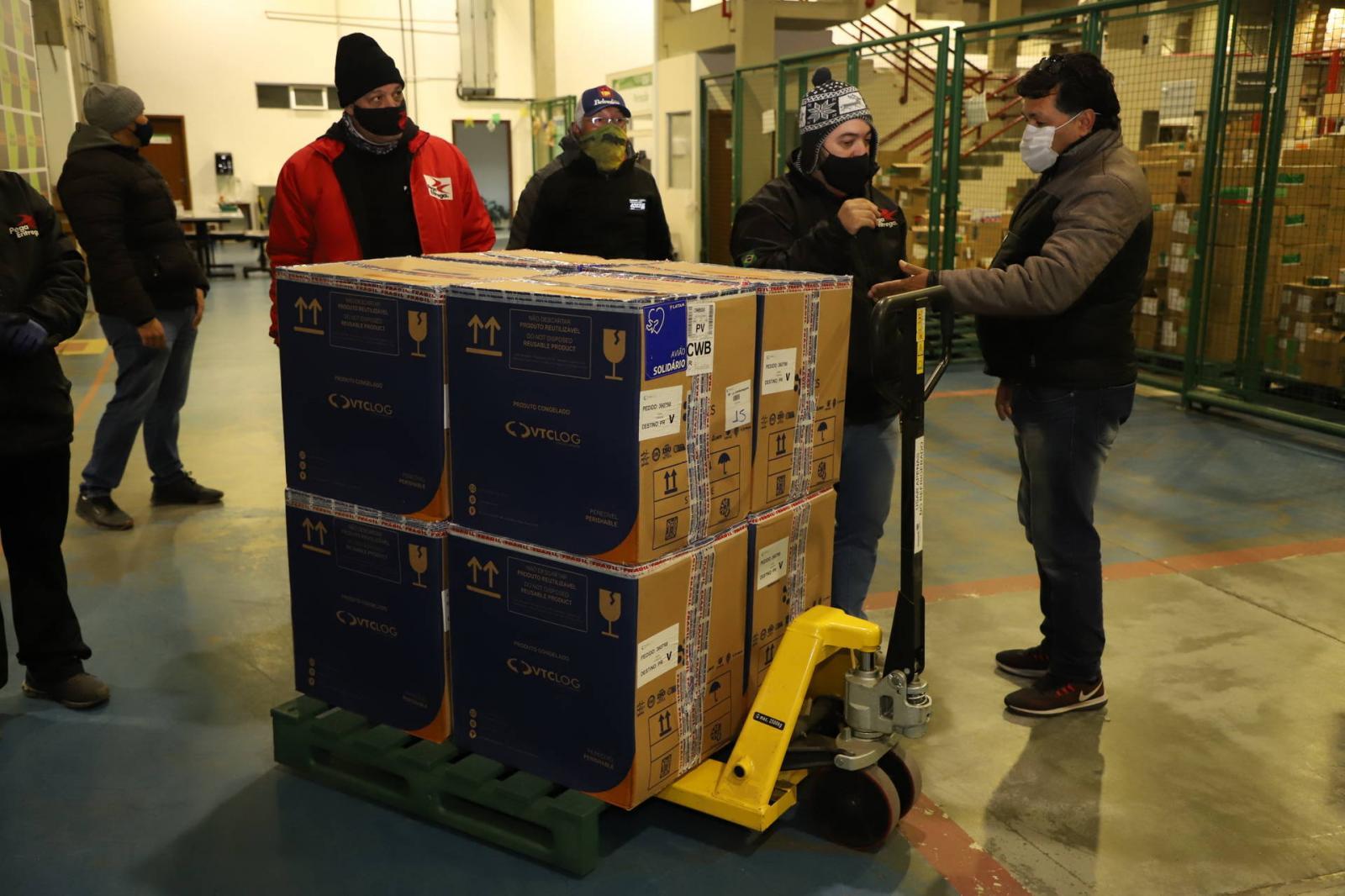 118.170 doses da Pfizer chegam ao Paraná, completando a remessa da semana