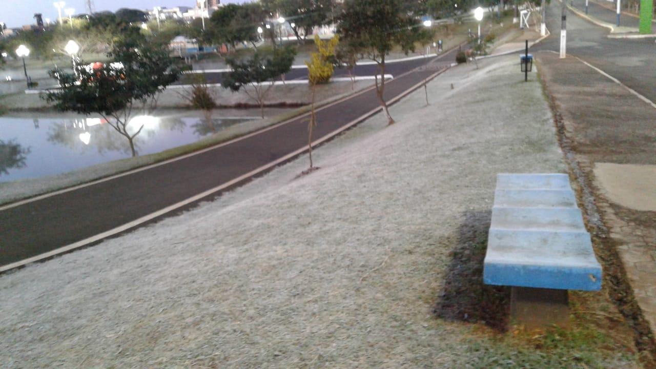 Mais um dia de forte geada em Laranjeiras do Sul e região; confira fotos enviadas pelos ouvintes