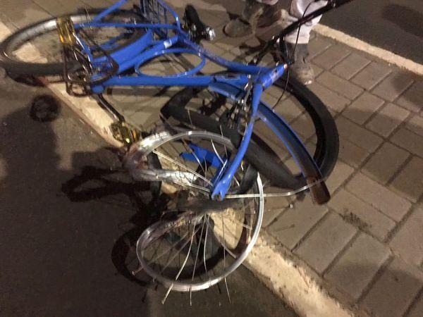 Acidente envolvendo moto e bicicleta deixa dois homens feridos, em Coronel Vivida