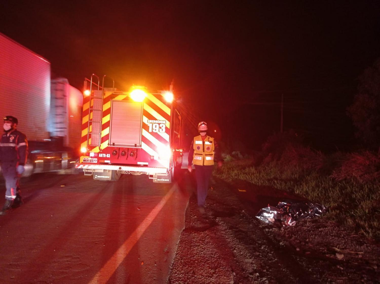 Jovem morre atropelada na PR 158 ao descer de carro para pegar celular.