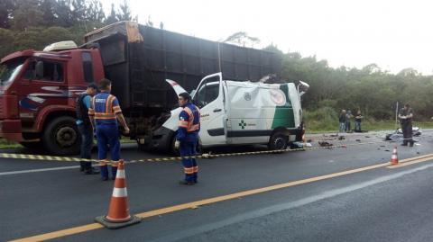 Acidente entre caminhão e ambulância deixa três mortos e dois feridos na BR-277, em Guarapuava