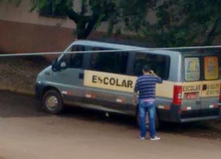 Acidente entre Van escolar e veiculo de passeio é registrado em cruzamento no centro de Laranjeiras