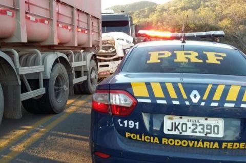 Motorista morre em acidente com três caminhões na BR-376